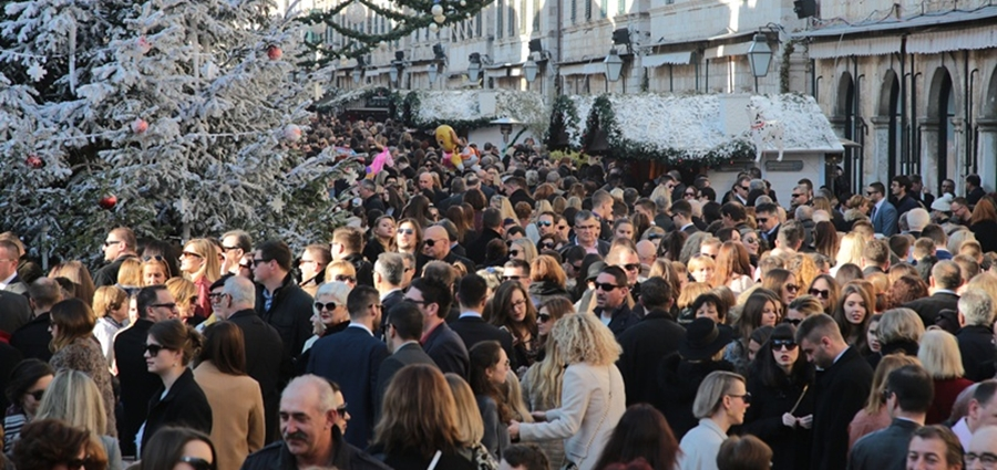 Christmas Eve in Dubrovnik's Old Town - Photo by Vedran Jerinic for www.dubrovniknet.hr